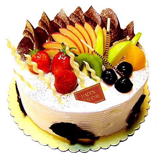 fresh cake with fresh fruits