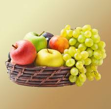 4 kg fresh fruit in a basket